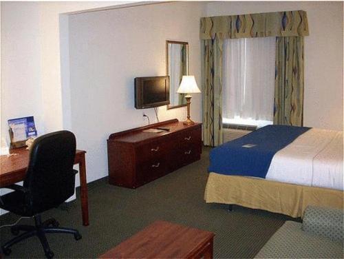 Holiday Inn Express Hotel & Suites Columbus - Columbus, TX 78934