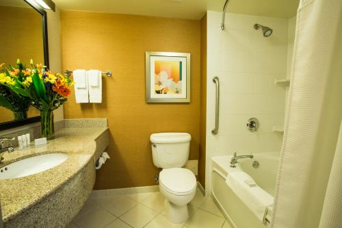 Fairfield Inn & Suites Toronto Airport - Mississauga, ON L4V 1A3