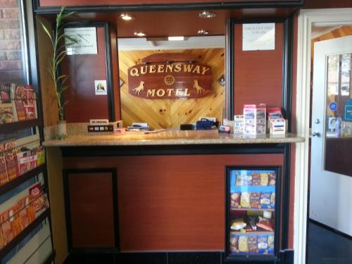 Queensway Motel - Toronto, ON M8Y 1K5