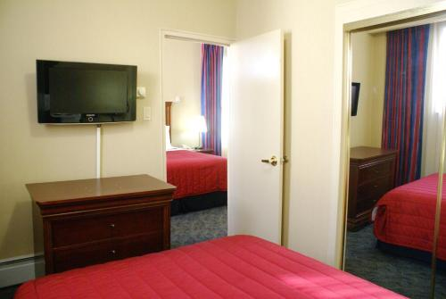 Ramada By Wyndham Jersey City - Jersey City, NJ 07306