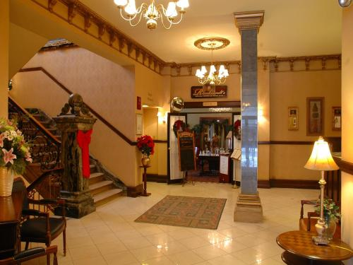 Hotel Senator - Saskatoon, SK S7K 0B7