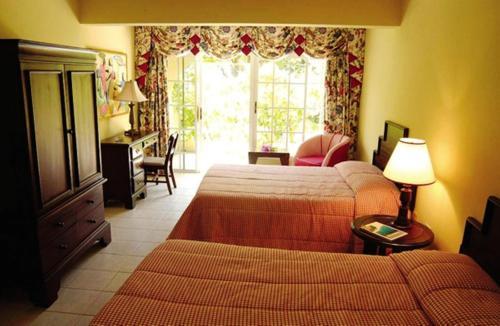 Rooms On The Beach Ocho Rios Hotel