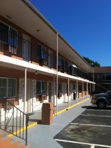 La Hacienda Motel - Seattle, WA 98108