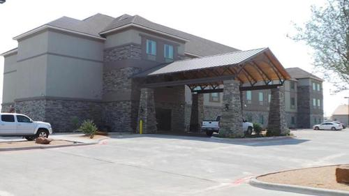 Oakwood Suites - Andrews, TX 79714
