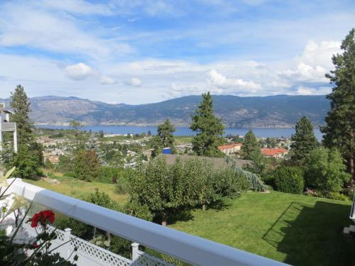 A Touch Of Class B&b - Summerland, BC V0H 1Z7