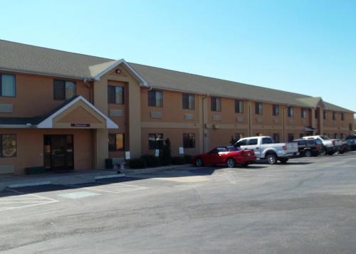 Baymont Inn & Suites Hearne Photo