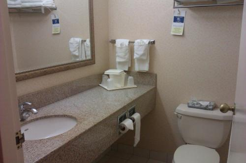 Comfort Hotel & Suites - Peterborough, ON K9J 7M2