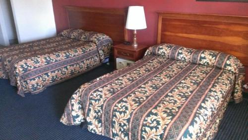 Red Carpet Inn Norwalk Photo