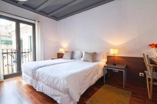 Inside Barcelona Apartments Esparteria photo 3