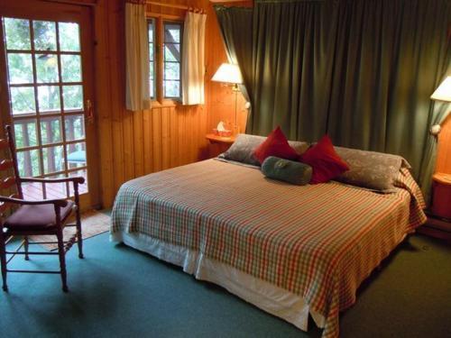 Tree Tops Bed & Breakfast - Bracebridge, ON P1L 1T7