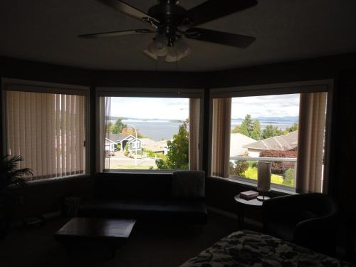 About The Sea B&b - Nanaimo, BC V9V 1P2