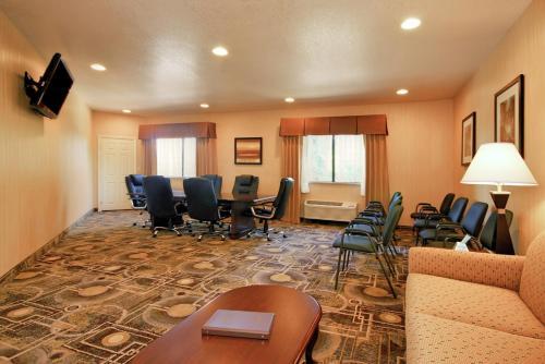 Best Western San Dimas Hotel & Suites Photo