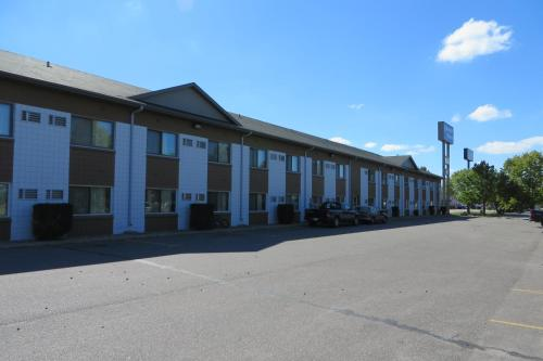 Grand Inn Fargo - Fargo, ND 58103