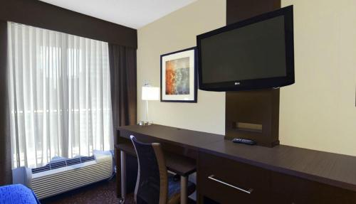 Holiday Inn Express Romulus / Detroit Airport Photo