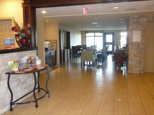 Comfort Inn And Suites Kamloops - Kamloops, BC V1S 1T7