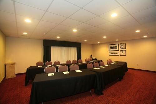 Country Inn & Suites by Radisson, Eagan, MN Photo