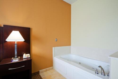 Comfort Inn & Suites Mexia - Mexia, TX 76667