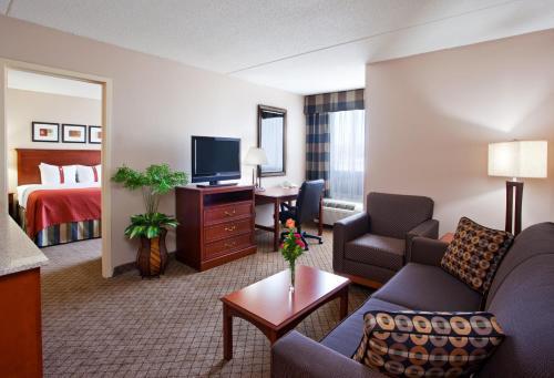 Holiday Inn Cincinnati-Eastgate Photo