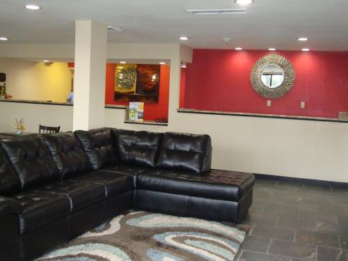 Econo Lodge Inn and Suites - Jackson Photo