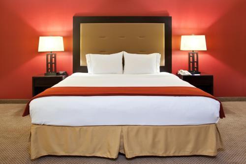 Holiday Inn Express Kendallville - Kendallville, IN 46755