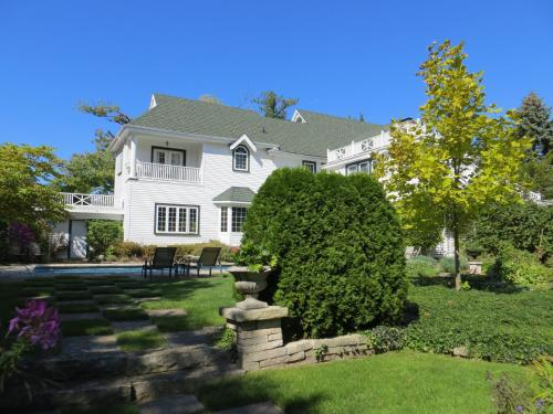Lakewinds Country Manor - Niagara On The Lake, ON L0S 1J0