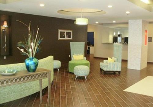 Comfort Suites Gonzales Photo
