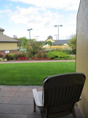 Ramada Inn & Suites Penticton Photo