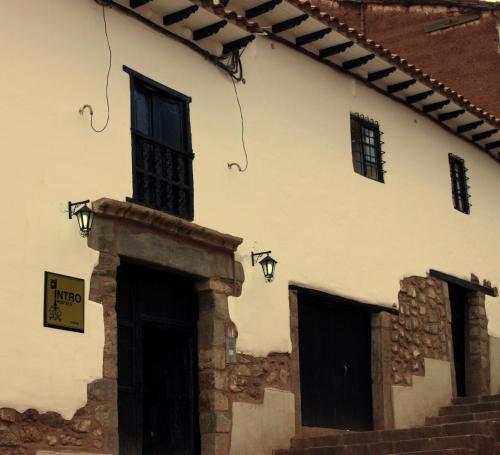 Intro Hostels Cusco Photo