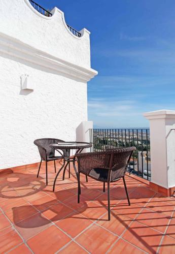 Double or Twin Room with Private Terrace and Sea View Hotel La Fonda 24