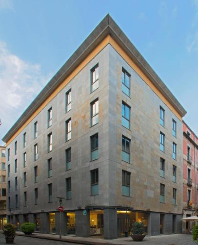Hotel Ciutat de Girona, C/ Nord 2, 17001 Girona, Spain.