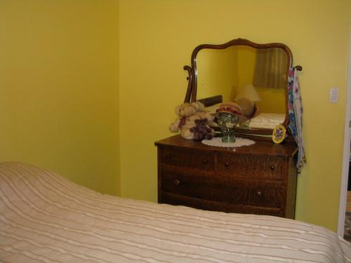 Fireflies Bed & Breakfast - Campbell River, BC V9W 6B3