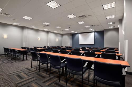 Wingate by Wyndham and Williamson Conference Center Photo