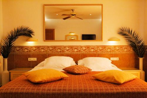 Standard Double or Twin Room with Sea View - single occupancy Vistabella 4
