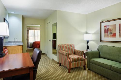 Country Inn & Suites by Radisson, Rock Falls, IL Photo