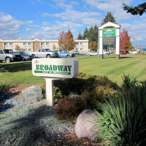 Broadway Inn Conference Center Photo