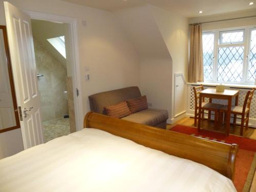 The Oaks Guest House photo 35
