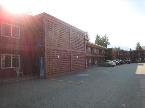 Revelstoke Lodge - Revelstoke, BC V0E 2S0