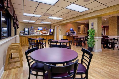 Moncks Corner Inn - Moncks Corner, SC 29461
