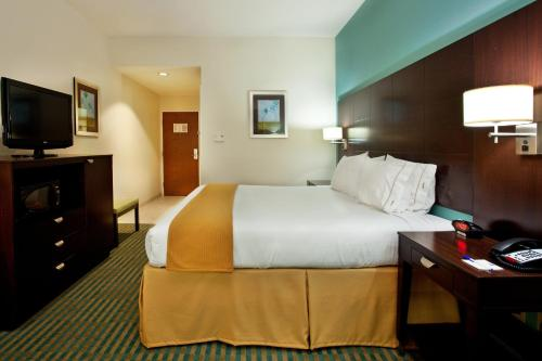 Holiday Inn Express Hotel & Suites Picayune - Picayune, MS 39466