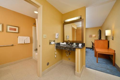 Comfort Inn Plymouth Photo
