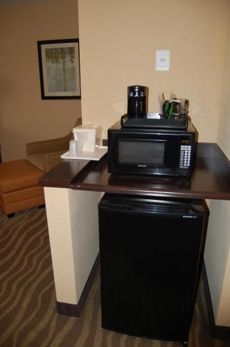 Comfort Inn & Suites Lexington Park Photo