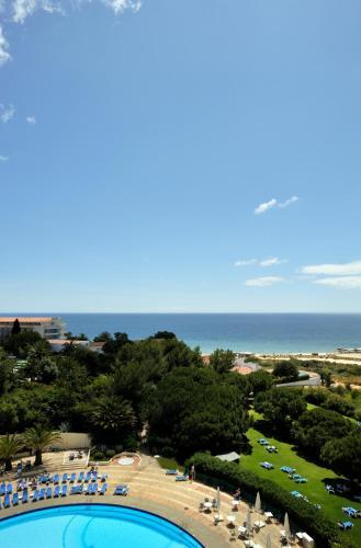 Praia dos Três Irmãos, Alvor, 8501-904 Portimão, Portugal.