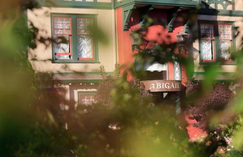 Abigail's Hotel - Victoria, BC V8V 3E7