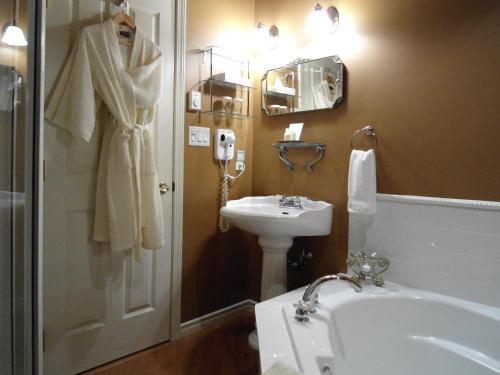 Beacon Inn At Sidney - Bed And Breakfast - Sidney, BC V8L 3A2