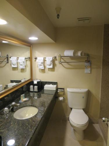Quality Inn & Suites Irvine Spectrum Photo