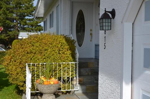 Dogwood Bed & Breakfast - Summerland, BC V0H 1Z0