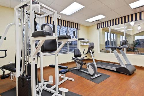 Country Inn & Suites by Radisson, Wilson, NC Photo