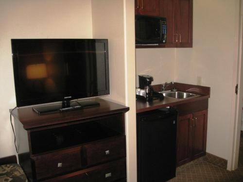Comfort Inn And Suites Airport - Calgary, AB T1Y 7E4