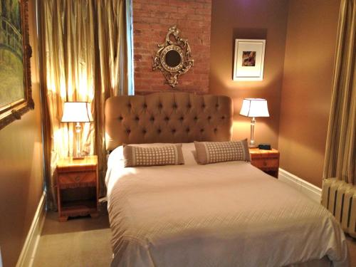 Lion's Head Bed & Breakfast - Niagara Falls, ON L2E 3G9