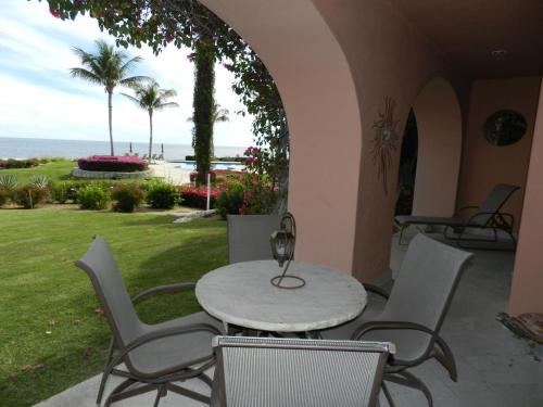 Condominios La Tortuga - Ocean Front Photo